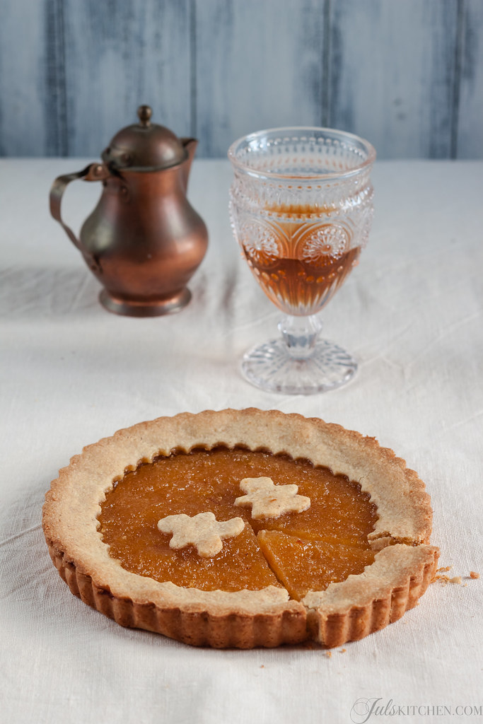 Whole wheat crostata with lemon marmalade