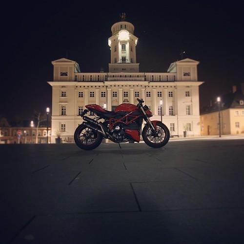 #ducati #duxati848 #848evo #848 #streetfighter848 #streetfighter #rathaus #markt #townhall #motorrad #motorcycle #nacht #night #fun #love #nice #@instamotogallery @instrack @instagram #instamotogallery #instagram