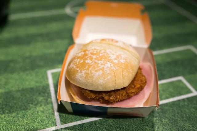 フランスバーガー チキンコルドンブルー FIFA World Cup 公式ハンバーガー