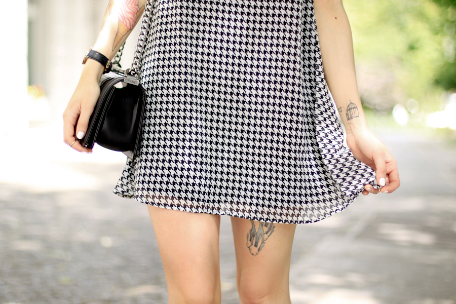 AX Paris dogtooth hahnentritt Muster pattern babydoll dress summer Berlin CATS & DOGS fashion blog Ricarda Schernus 5
