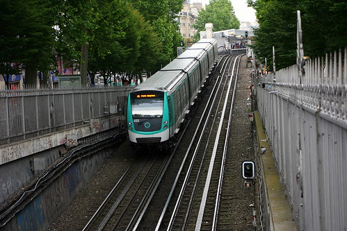 RATP MF 01 032 Barbès – Rochechouart