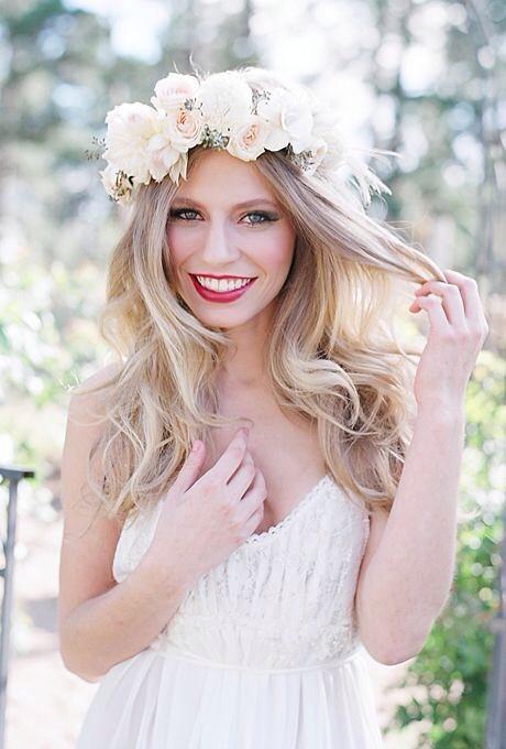 Recogidos y peinados de novia con flores naturales 2014/2015