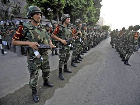 Columns of Egyptian soldiers after the defense forces seized power from the Muslim Brotherhood government on July 3, 2013. The country is poised for further unrest. by Pan-African News Wire File Photos