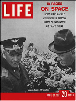 04a-Life-titelblatt-m-Gagarin-und-Chruschtschow-1961-04-21