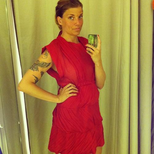"""Så löjligt lycklig i Sonia Rykiel! Vågar nästan aldrig prova de dyra klänningarna men den här var på """"rea""""!"""