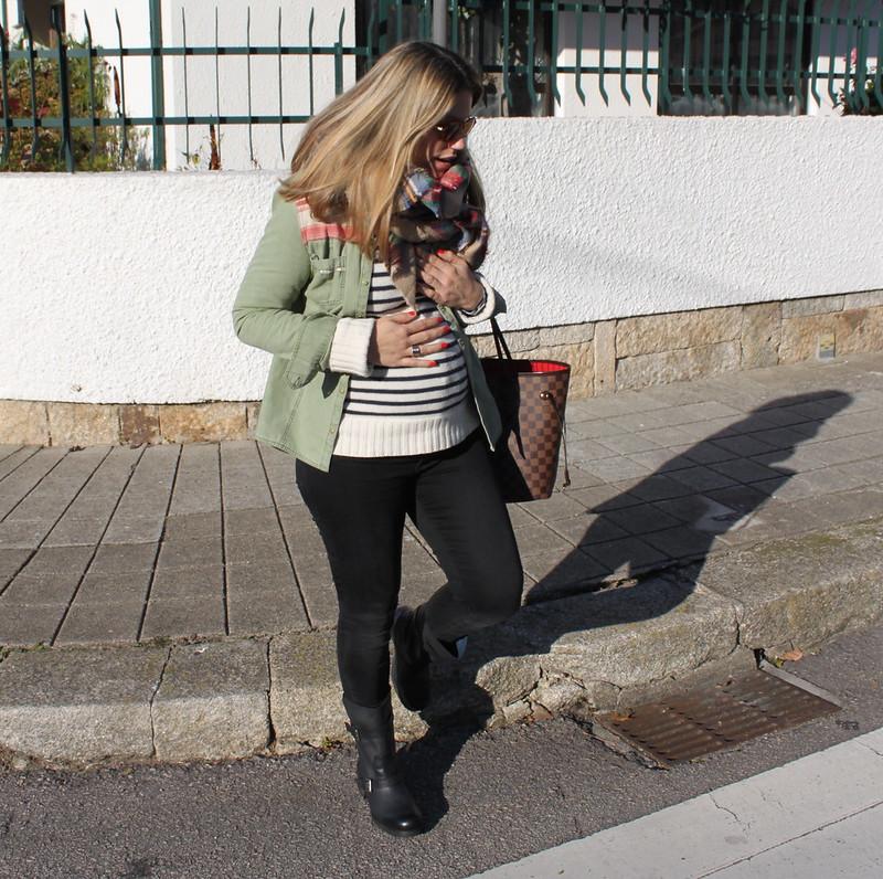 look embarazada en invierno_pantalones_zara_botas_biker_it_shoes_bufanda_cuadros_zara_jersey_rayas_embarazada_23_semanas_tercer_trimestre_street_style3