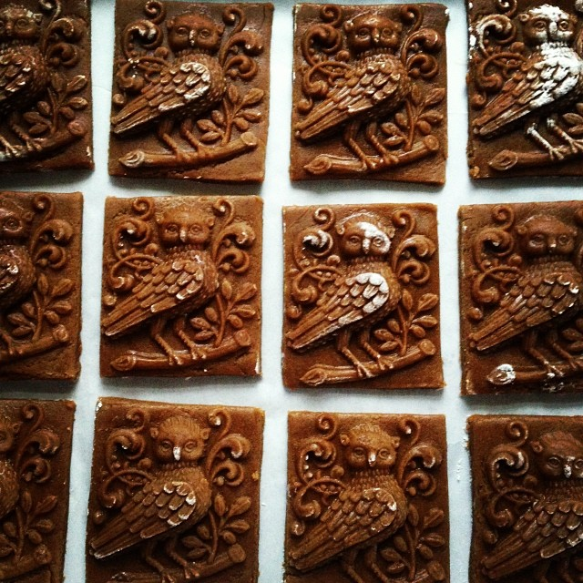 gingerbread owls #makinganimpression #patternseverywhereigo #christmascookies