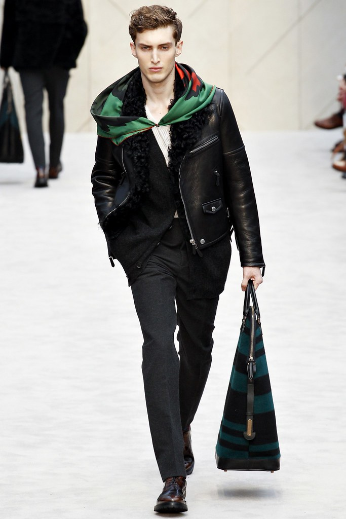 FW14 London Burberry Prorsum021_Charlie France(VOGUE)