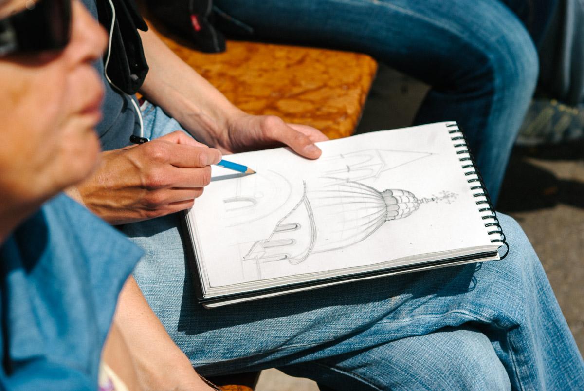 Dibujante en la piazza de San Marco