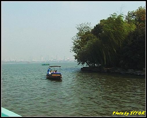 杭州 西湖 (其他景點) - 371 (西湖 湖上遊 往湖心亭 背景是小瀛洲與市區)