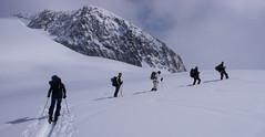 Podejscie lodowcem Studergletscher na przełęcz Oberaarjoch (3012m)