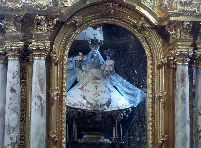 roschap_mary_in_altar