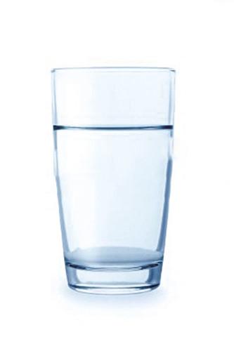9394804-vaso-de-agua-limpia-aislado-en-un-fondo-blanco