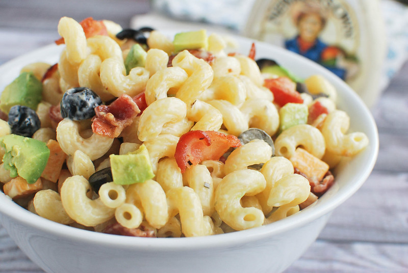 Bacon Ranch Pasta Salad - perfect for cookouts! Pasta salad with bacon, olives, tomatoes, avocado, and ranch dressing!