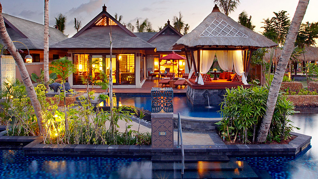 6 majestic bali 39 s water villas that you can jump into the for Small private hotels
