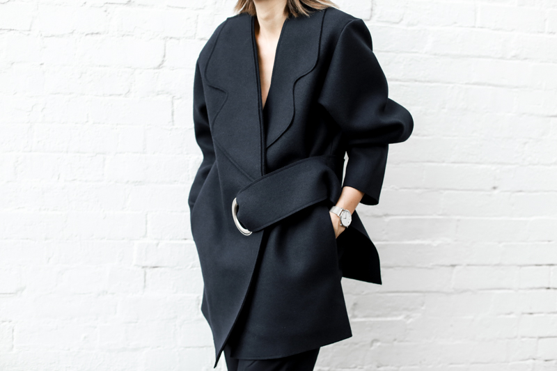 modern legacy, fashion blog, JACQUEMUS designer navy coat, oversized, buckle detail, street style, edgy, details (1 of 1)