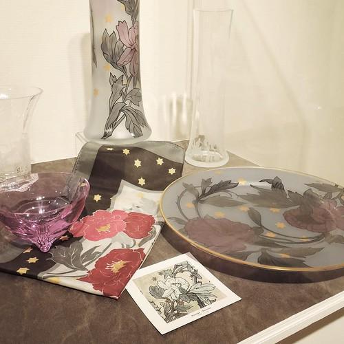 ミュシャの絵にインスパイアされた宝飾品。