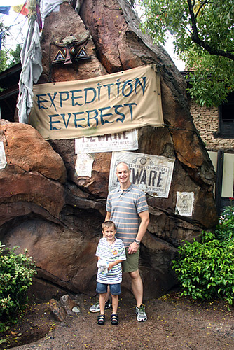 Expedition-Everest-Sign-Nat-and-Bri