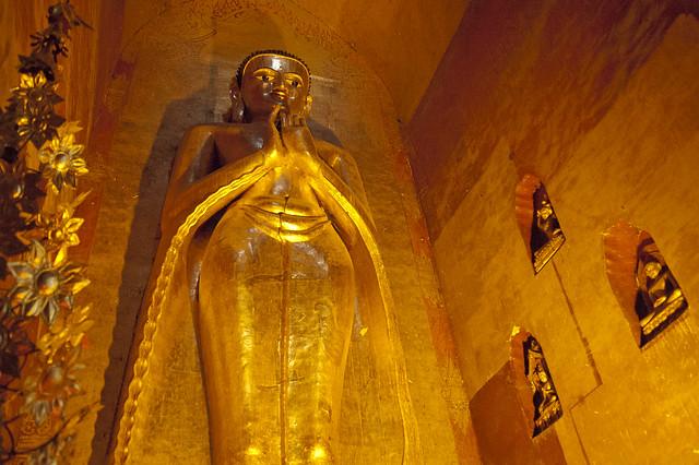 MM084 Southern  Buddha - Ananda Temple - Bagan