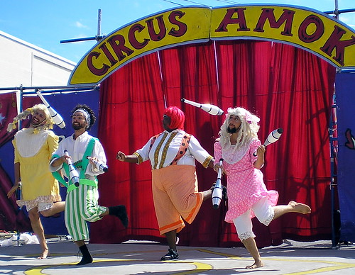 Jugglers_Circus_Amok_by_David_Shankbone