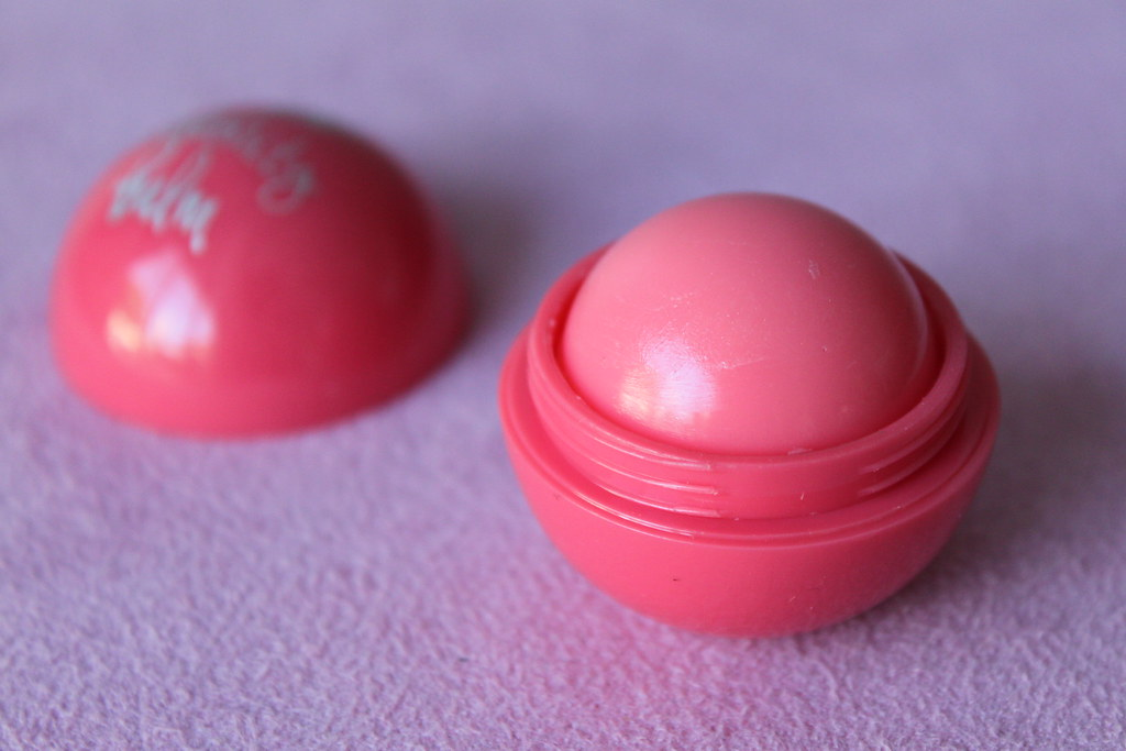 Colette accessories celebrity balm eos peach pink scent australian beauty review blog blogger aussie makeup cosmetics beautiful pretty moisturizing soft swatch honest opinion