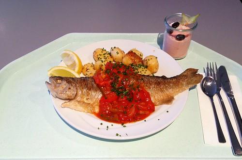 Gebackene Forelle auf Balkan Art mit Rosmarinkartoffeln / Baked trout balkan style with rosemary potatoes