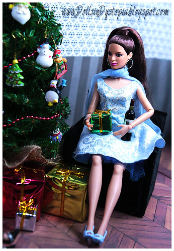 What's Under the Tree? by DollsinDystopia