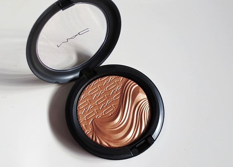 11808681635 f71da47a50 o REVIEW: MAC MAGNETIC APPEAL SKINFINISH