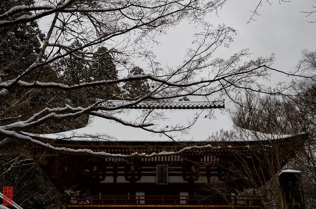 「雪積もる山門」 室生寺 - 奈良