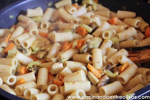 Macarrones integrales con verduras www.cocinandoentreolivos (9)