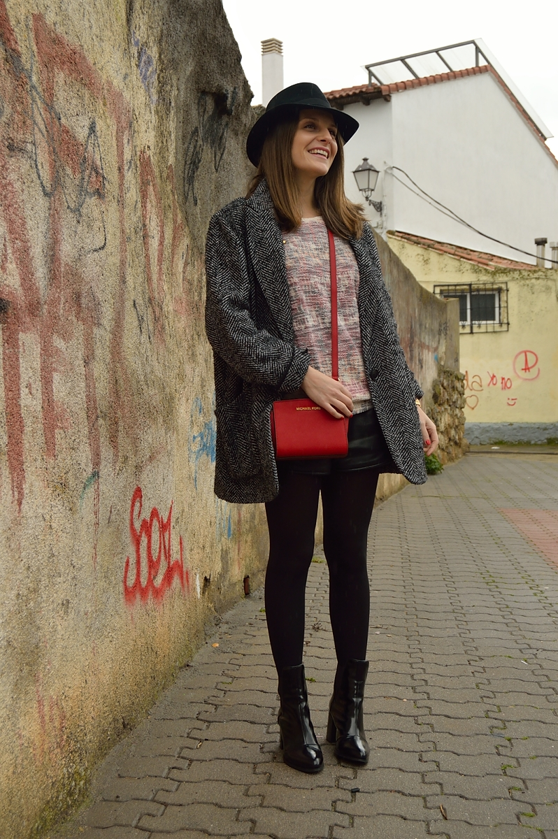 lara-vazquez-madlula-blog-hat-easy-chic-style-winter-pop-of-red-fashion