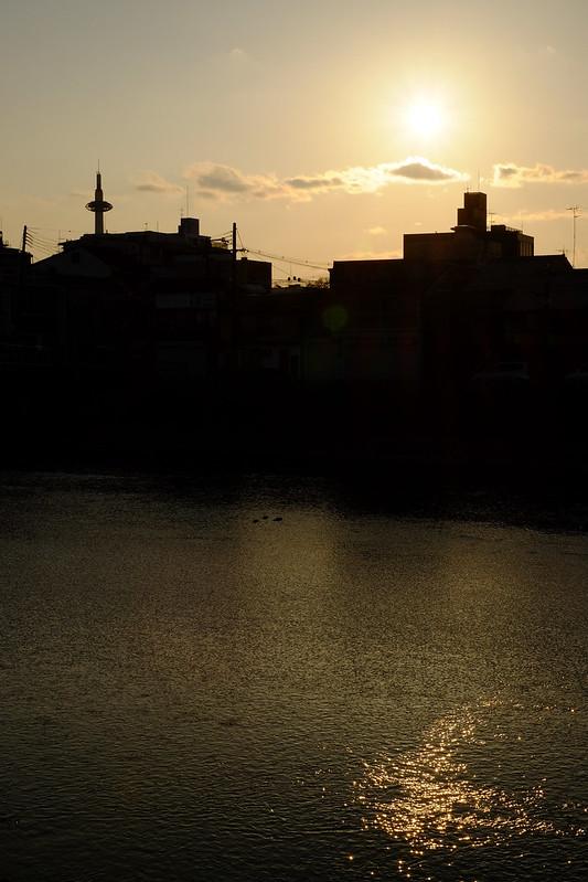 snapping at Higashiyama, Kyoto (36) Kamo River, Kyoto Tower and the sun