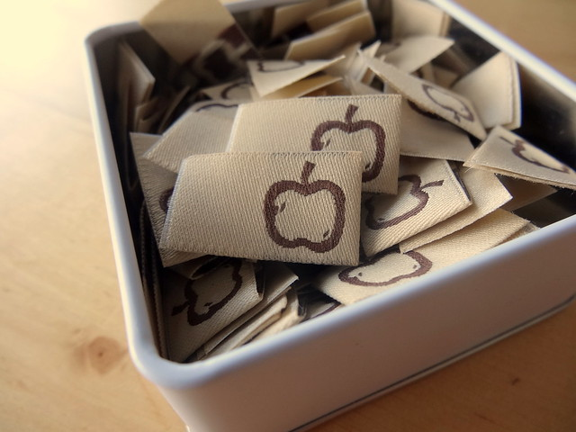 Earth Apple labels