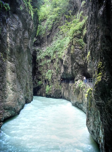 water schweiz switzerland rocks gallery hiking path tunnel canyon limestone gorge bern fav30 chasm meiringen aareschlucht aargorge