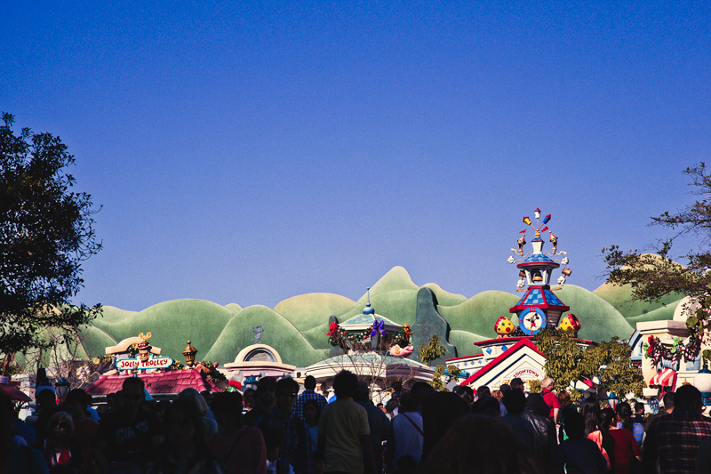 toon town crowd