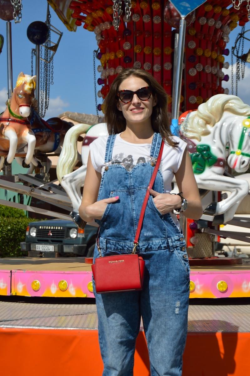 lara-vazquez-madlulablog-style-streetstyle-denim-jumpsuit-red-touch