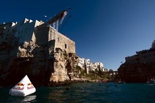 tuffi polignano red bull cliff diving ph. credits Damiano Levati - Red Bull Content Pool