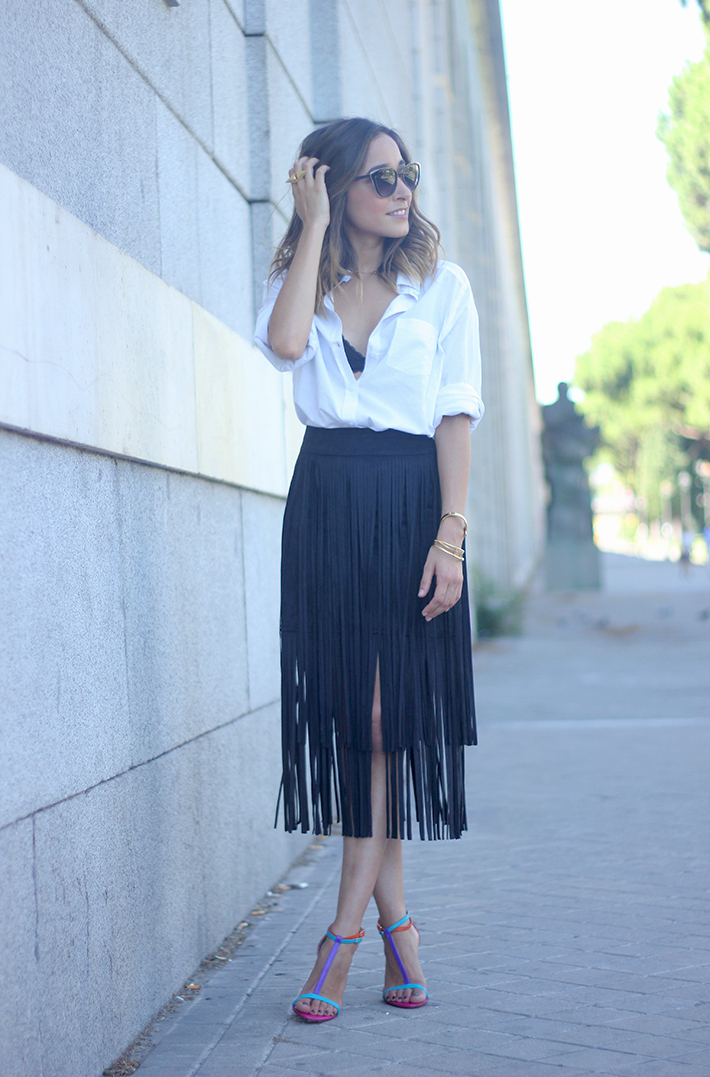 Fringed Black Skirt White Shirt Outfit Carolina Herrera Sandals07