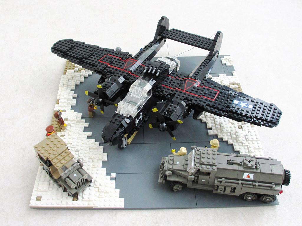 LEGO WWII Aircraft P-61 'Black Widow' diorama (2)