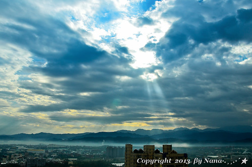 light sky cloud sun love nature beautiful clouds sunrise nikon taiwan rays 台灣 日出 早晨 台灣taiwan i 我愛台灣 d7000 雲隙光