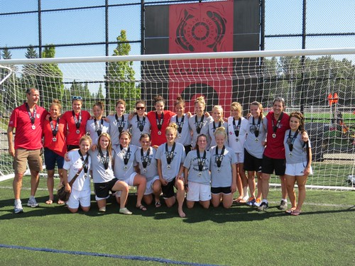 Kamloops Heat with silver medals in 2013 PCSL Premier Womens Final (photo by Kelly Shantz)