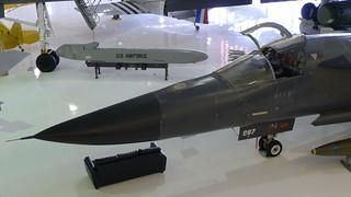 Front und Cruise Missile
