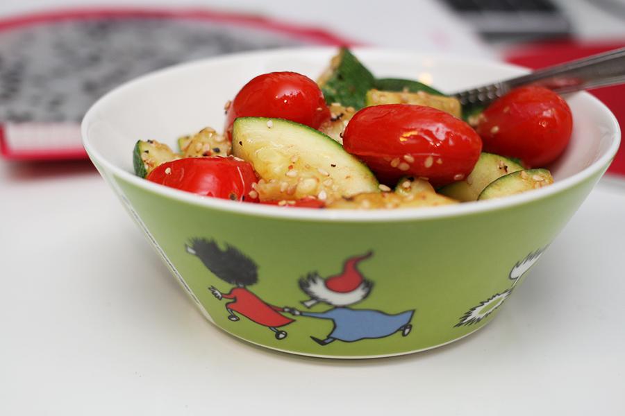 tomaattia ja kesäkurpitsaa