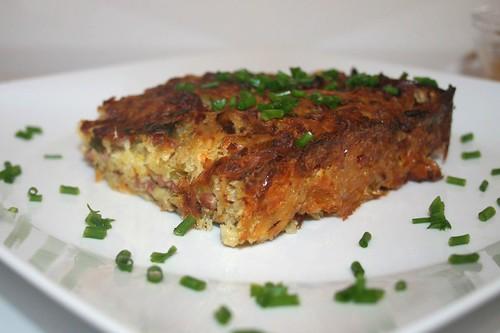 32 - Döppekoochen - Rheinischer Kartoffelkuchen - Seitenansicht / Rhenisch potato cake - Side view