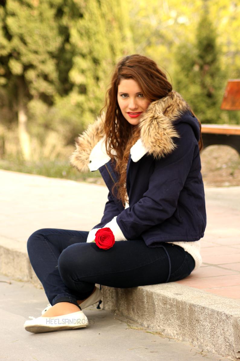 abrigo-azul-con-gorro-de-pelo-sheinside-heelsandroses-(3)