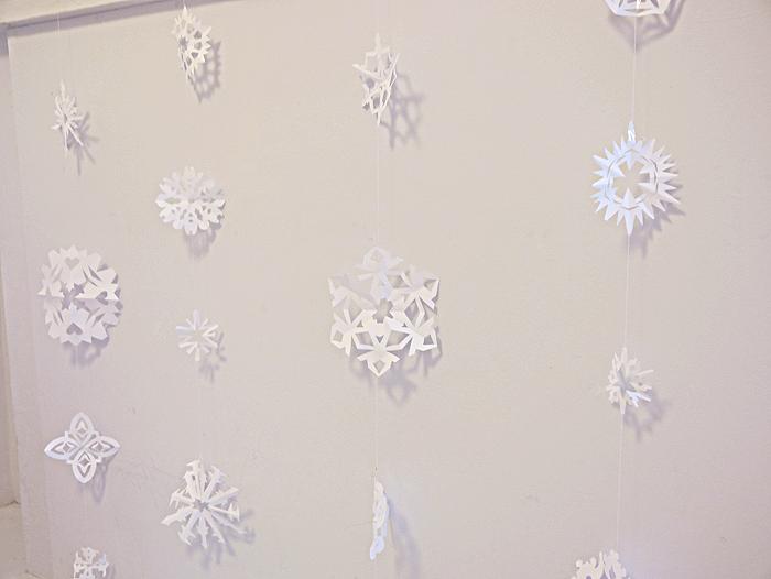 how to make paper snowflake garland