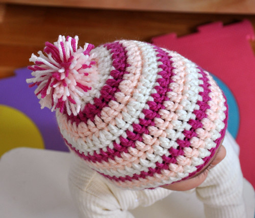 Pink Pom-pom Spiral Beanie - Bonnet spirale rose, fushia et écru avec pompon multicolore