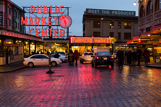 Hey guys! This is my last weekend in Seattle. Going back to home (India) after three years. Thought of photographing Pike Place Market for the last time.