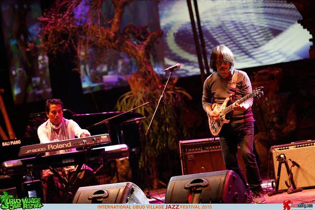 Ubud Village Jazz Festival 2015 Day 2 - Indra Lesmana Dewa Budjana (2)