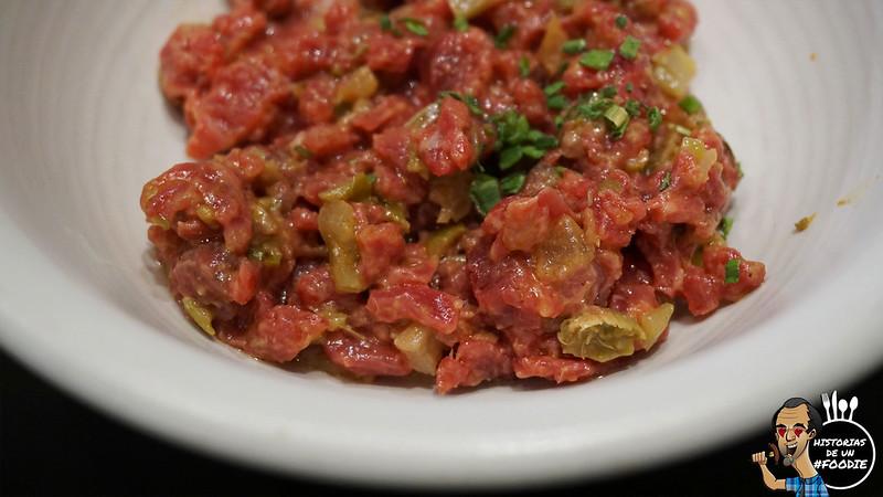 Plato de filete picado de carne vaca gallega en tartar